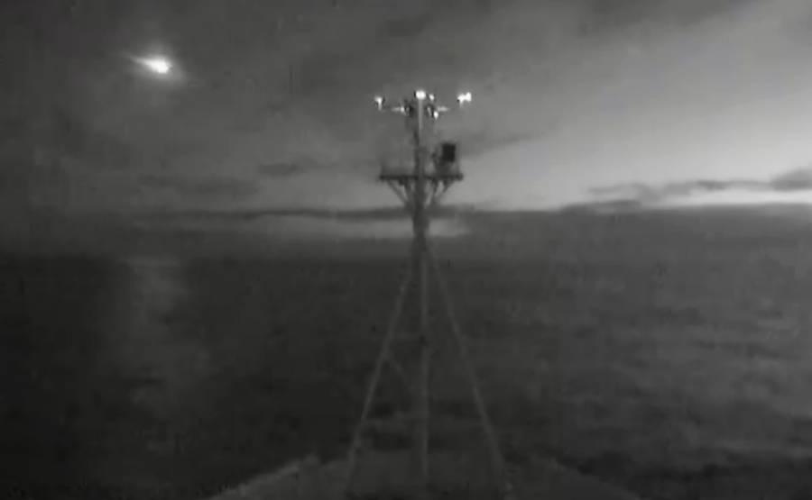 Video: Barco registra la caída de un meteorito en el océano