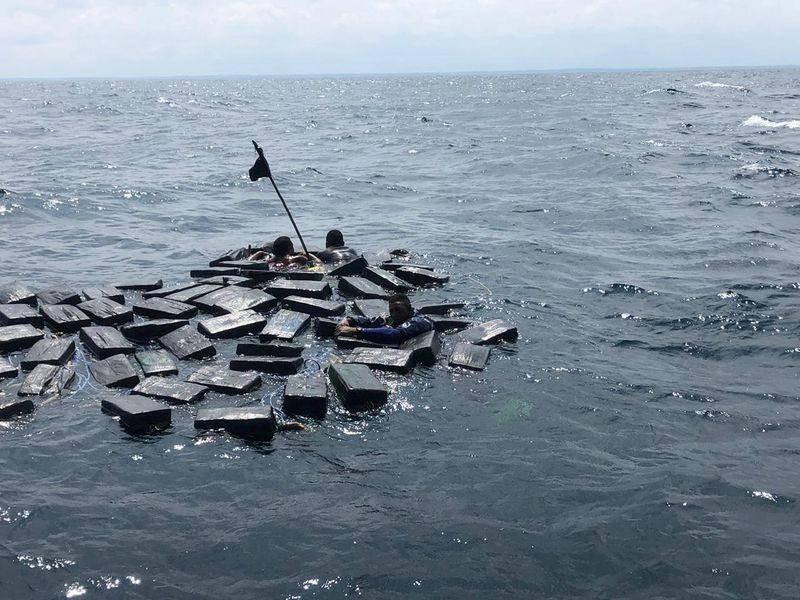 "Decomisan más de 90 toneladas de cocaína en operación naval ""Orión"""