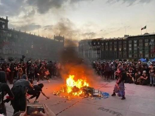 Concluye marcha por eliminación de la violencia a mujeres con más de 40 personas lesionadas