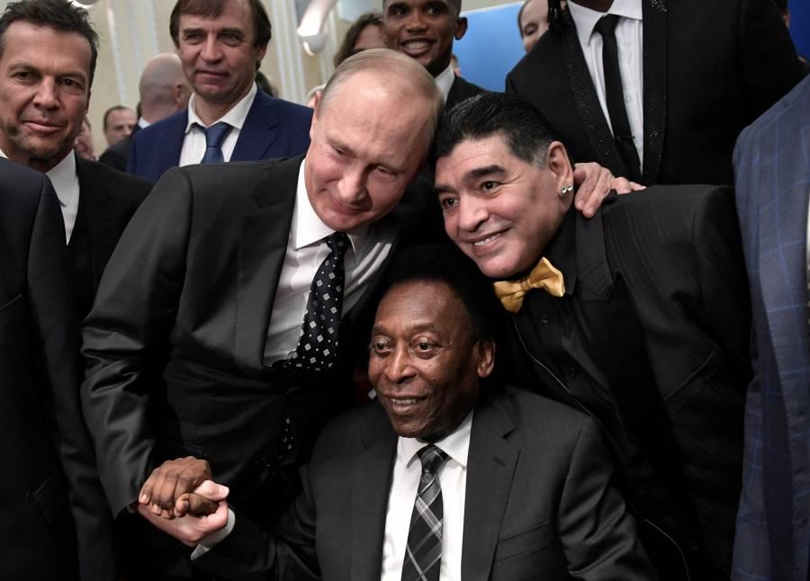 Pelé lamenta fallecimiento de astro del fútbol argentino Maradona