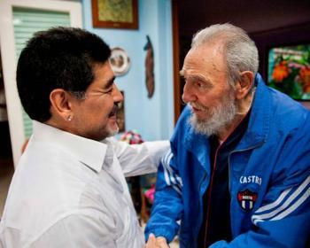 Fidel Castro y Hugo Chávez, los grandes amigos de Maradona