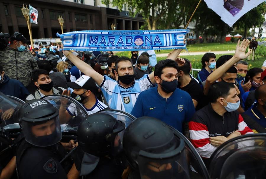 Amor por Diego Armando Maradona supera el temor al COVID-19 en Argentina