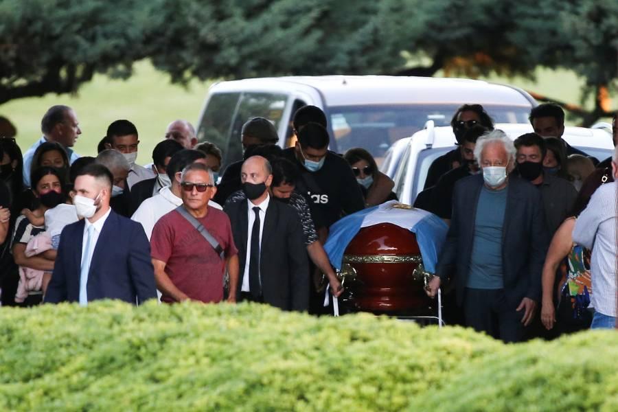 Maradona es sepultado en cementerio Jardín Bella Vista junto a sus padres