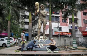 En India lloran a Maradona; dividió una ciudad loca por el balón