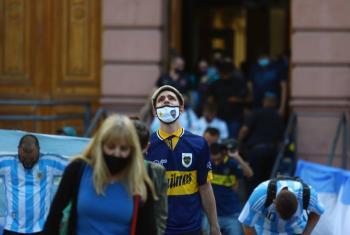 Miles de argentinos despiden a Maradona entre llantos apasionados