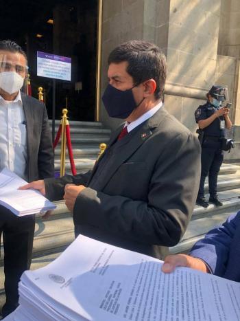 Javier Corral presenta controversia ante SCJN