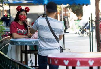 Parques de Disney en crisis, se van 32 mil empleados
