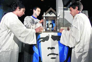 "Esta es la llamada Iglesia Maradoniana que rinde culto al ""Pelusa"""