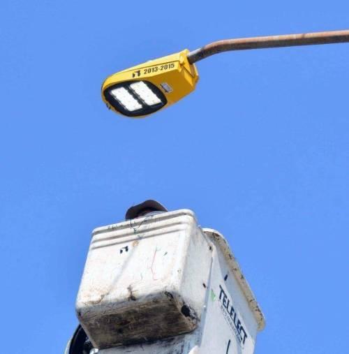 Histórica sustitución de luminarias en Neza