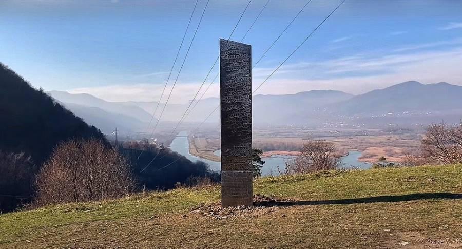 Descubren otro monolito metálico; el objeto apareció en Rumania