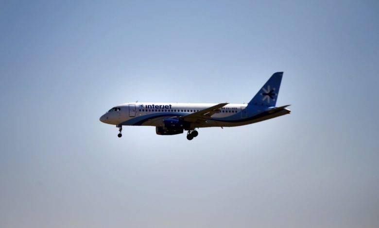 Ordenan a Interjet reembolsar los boletos a afectados por cancelación de vuelos
