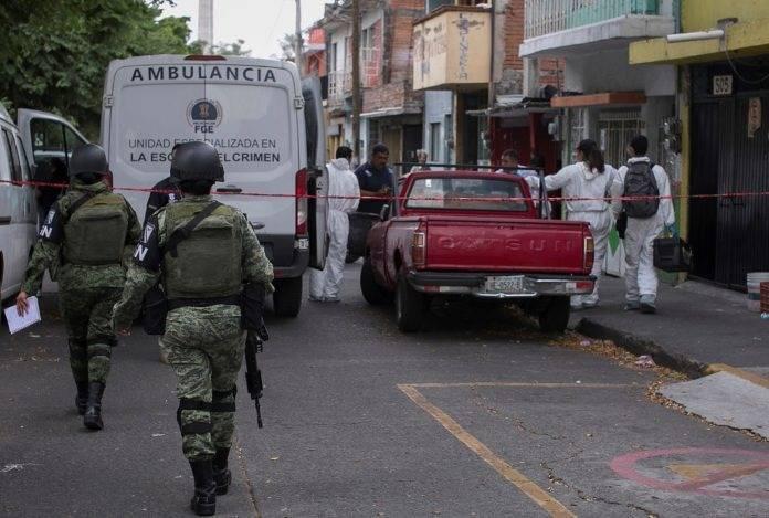 Comando asesina a dos y hiere a 16 personas en bar de Uruapan, Michoacán.