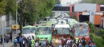 Transportistas exigen aumento de tarifa