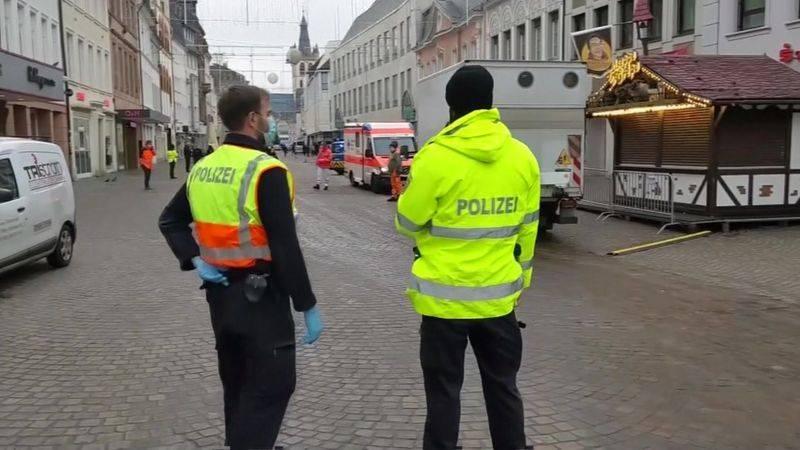 Auto arrolla a varios peatones en Alemania; hay al menos dos muertos