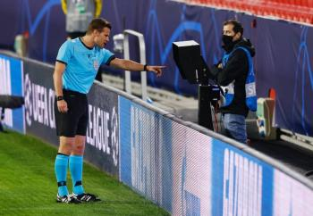 Habrá VAR remoto para el Sevilla vs Chelsea en la Champions