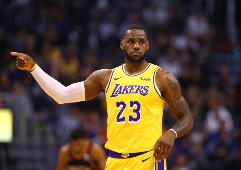 LeBron James renueva con los Lakers por dos años más
