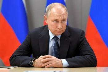 Putin pide iniciar inoculación masiva en Rusia la próxima semana