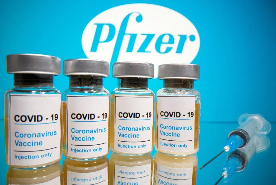 Pfizer reduce a la mitad producción de vacuna