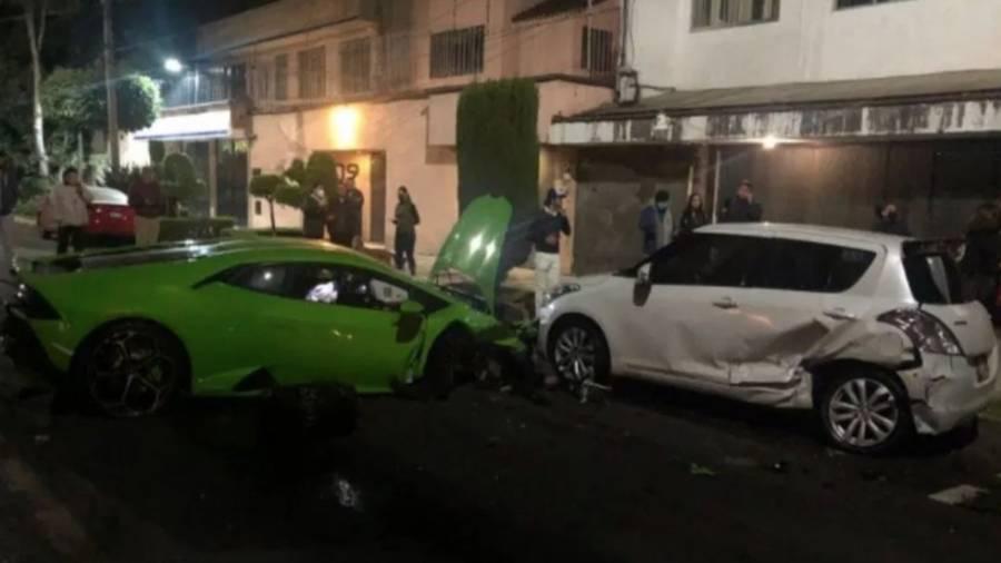 Buscan a conductor que abandonó su Lamborghini después de un choque