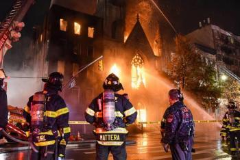 Incendio afecta iglesia centenaria de Nueva York; no se reportan víctimas