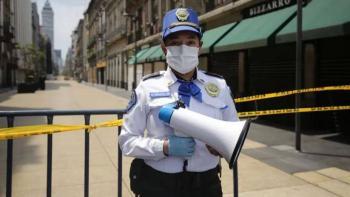 Claudia Sheinbaum reconoce labor de bomberos y policías durante pandemia