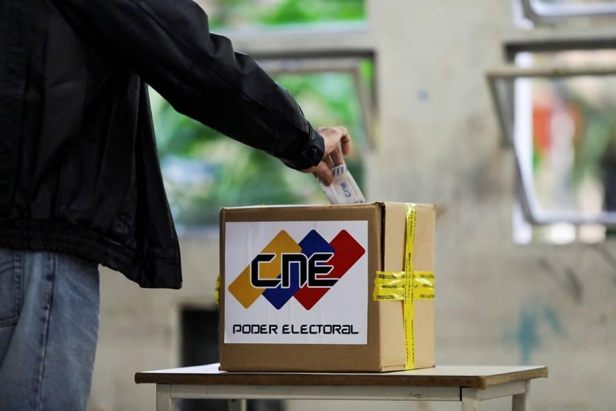 Venezuela celebra elecciones parlamentarias en medio de críticas de fraude