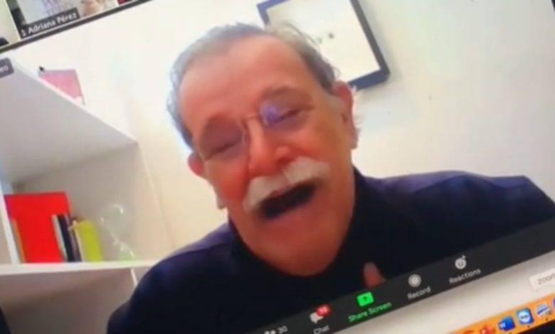 VIDEO: Profesor rompe en llanto al ver la sorpresa de sus alumnos por Zoom