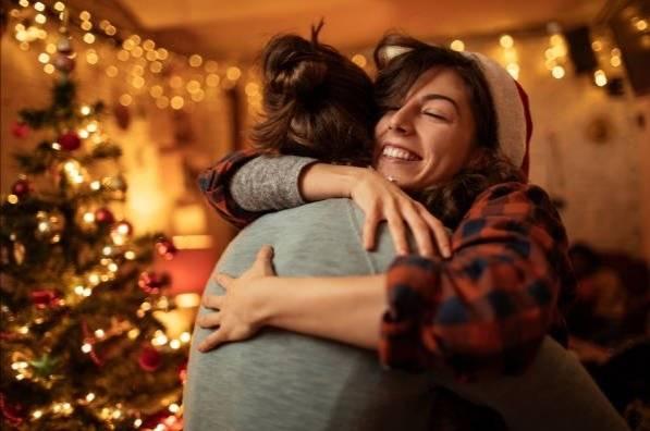Alerta OMS sobre los abrazos en fiestas de Navidad