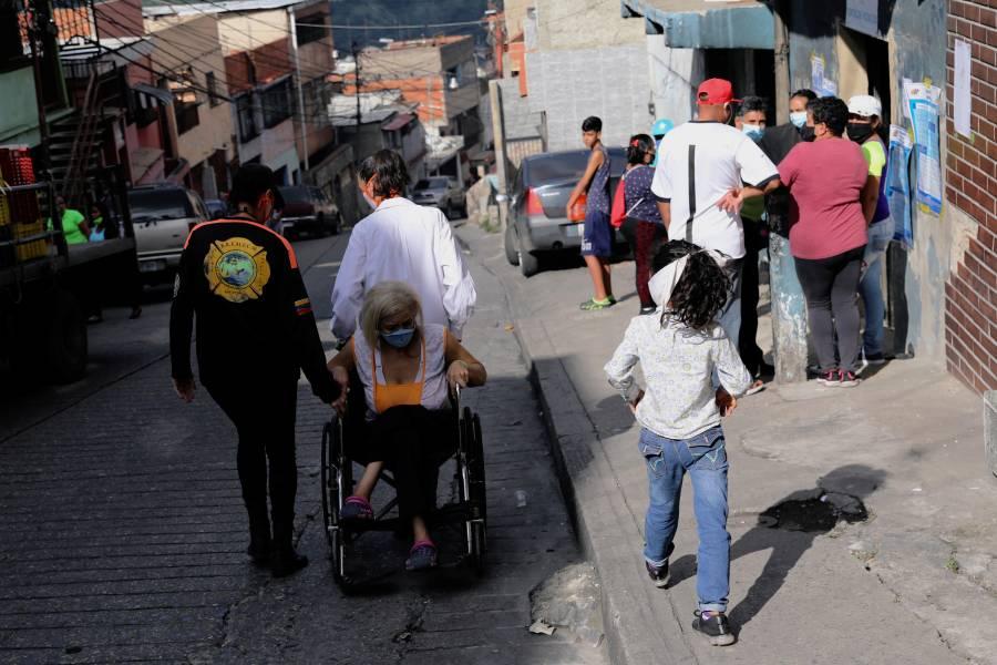 Sin oposición y con pocos electores,  Maduro recupera el Congreso