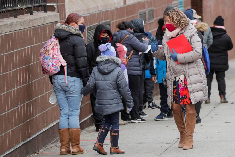 Pese a rebrote en EU, niños  vuelven a escuelas en NY