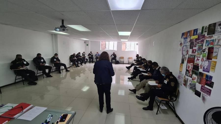 Capacitan a custodios de reos en CDMX para identificar la violencia de género