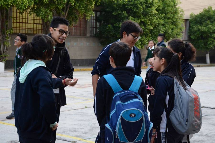 Niños podrían regresar a clases sin ser vacunados, revela Hugo López-Gatell