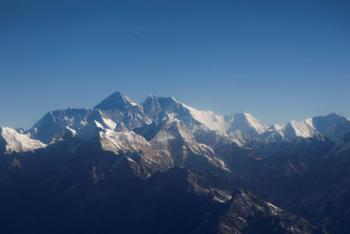 Monte Everest, ligeramente más alto de lo que se pensaba, dicen Nepal y China