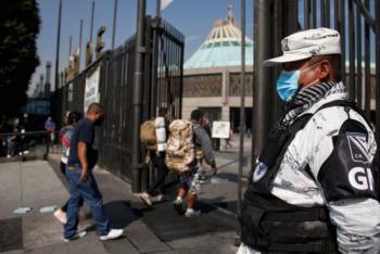 Peregrinos golpean a servidor público por solicitarles no hacer aglomeraciones