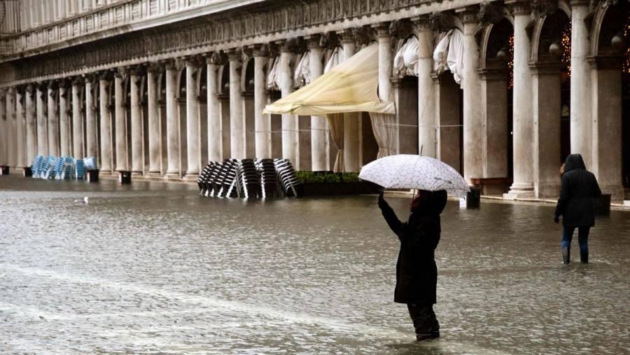 Venecia sufre nueva inundación por vientos y marea alta