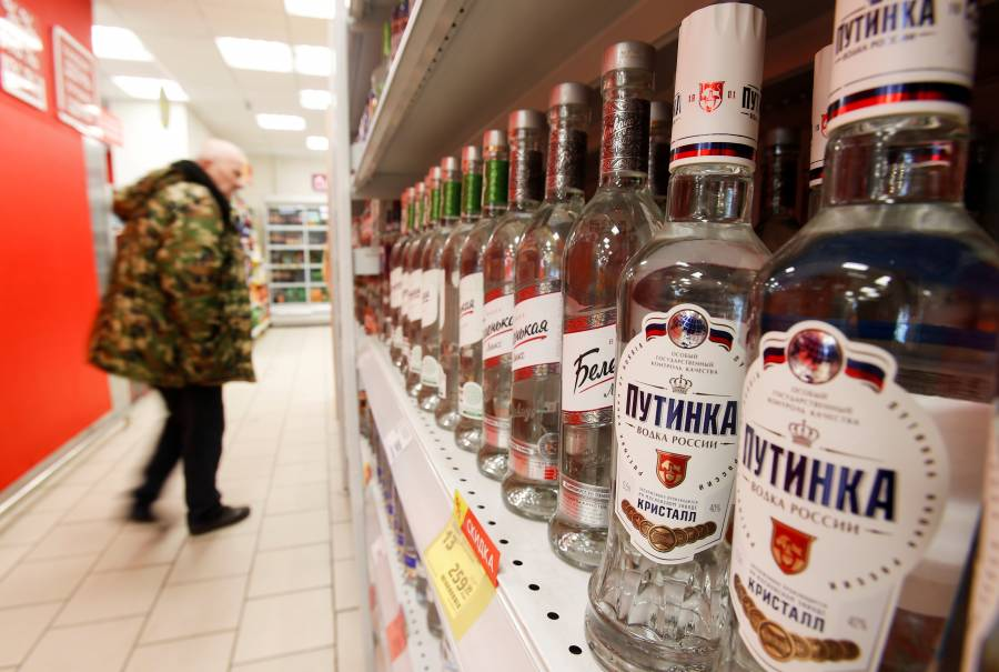 Rusos se quejan por abstinencia  para vacunarse contra Covid-19