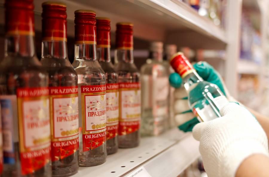 Por confinamiento, personas  beben más, alerta estudio