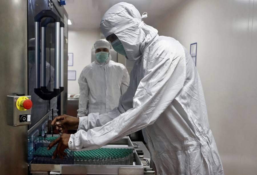 AstraZeneca probará combinar su vacuna con la Sputnik V de Rusia para aumentar eficacia