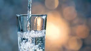 30 minutos se requiere para transformar agua de mar en potable