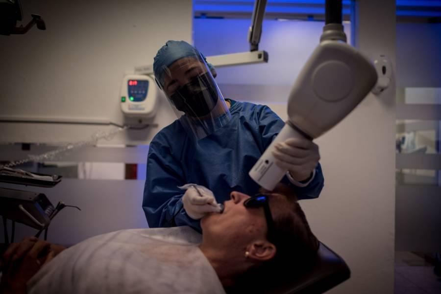 Estudio: En dos minutos, pastas dentales hacen frente al Covid-19