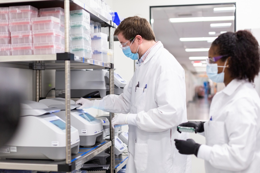 Moderna acaricia autorización de su  vacuna en EU tras respaldo de FDA