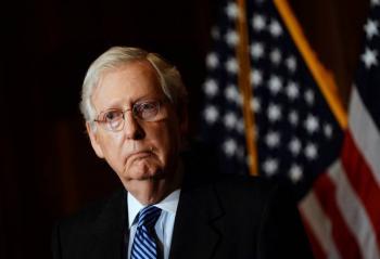 Mitch McConnell, líder republicano en el Senado, felicita a Biden
