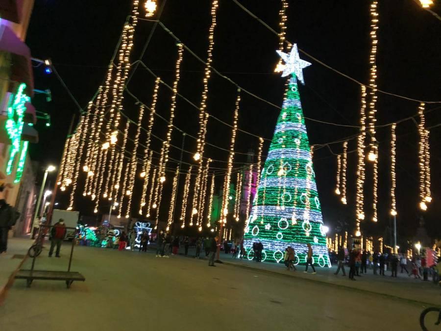 Se inaugura monumental decoración navideña en Soledad