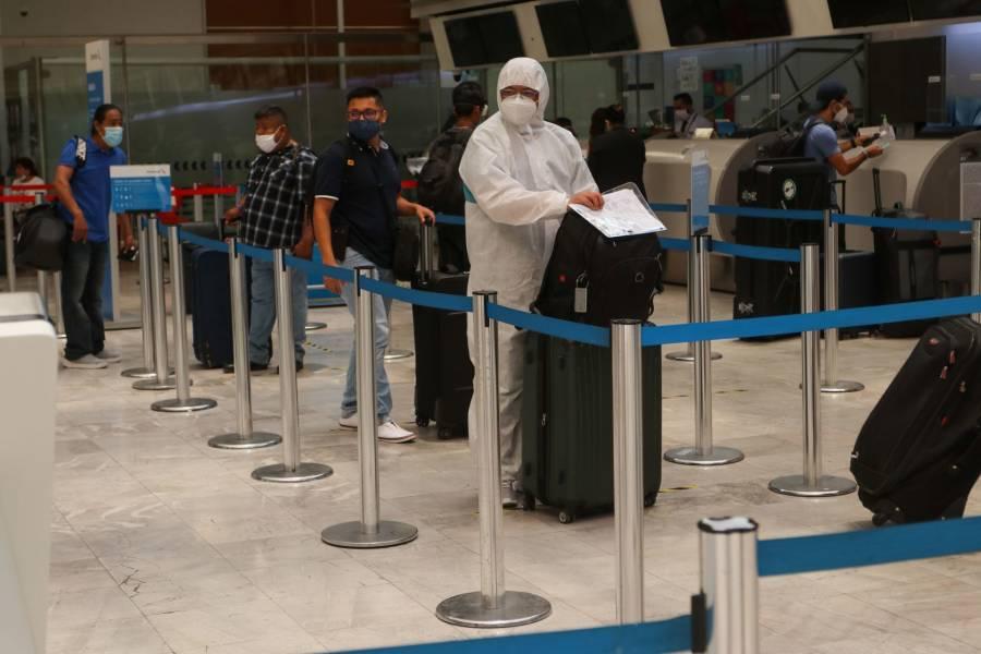 Avión aterriza de emergencia, pasajero con síntomas de Covid-19 sufrió ataque cardiaco