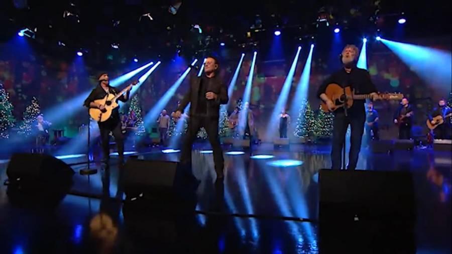 Bono y The Edge de U2 interpretan una vez más