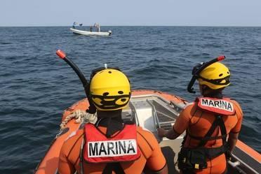 Rescata Semar 13 migrantes varados