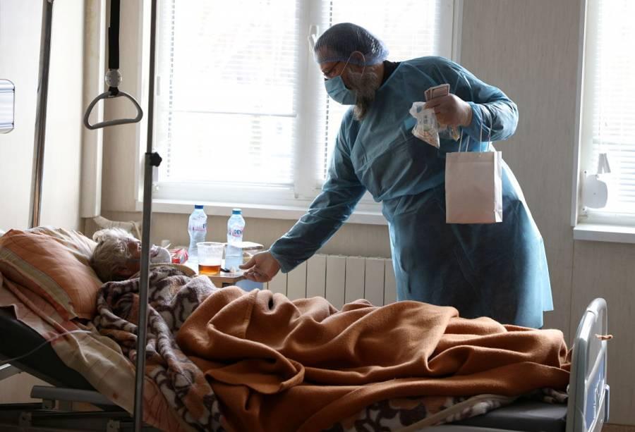Repunte de casos COVID-19 agobia a personal médico en Hospital de Houston