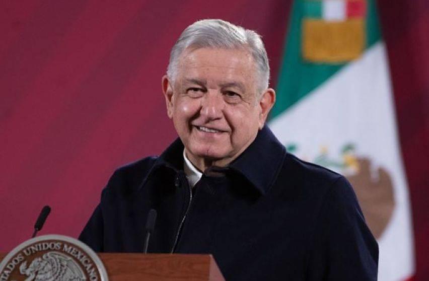 AMLO indulta a pavo de Navidad que le regalaron en Oaxaca