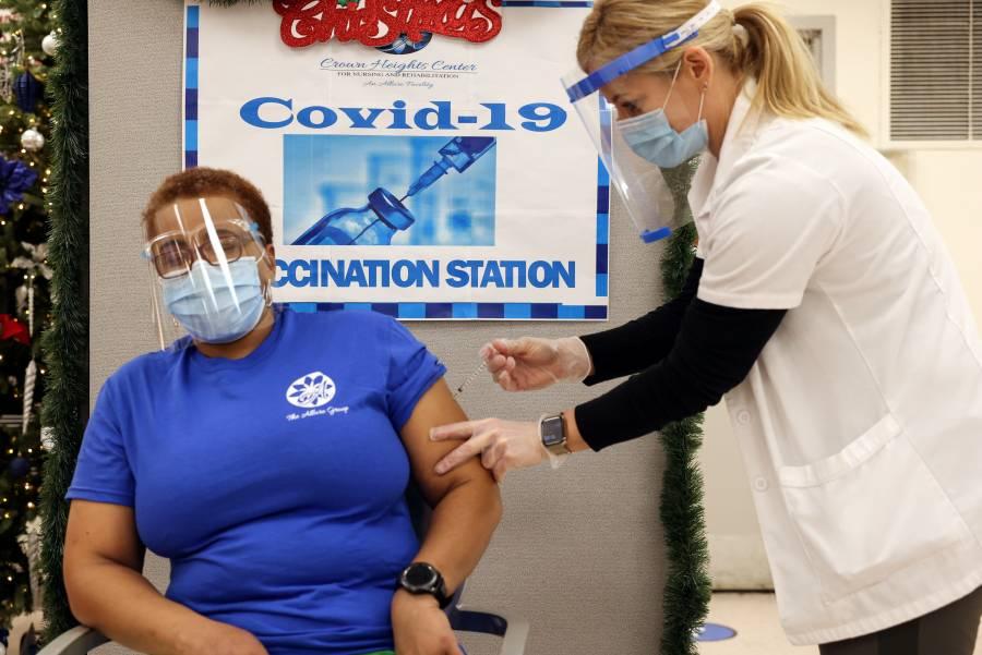 Farmacéuticas prueban efectividad  de sus vacunas en nueva cepa