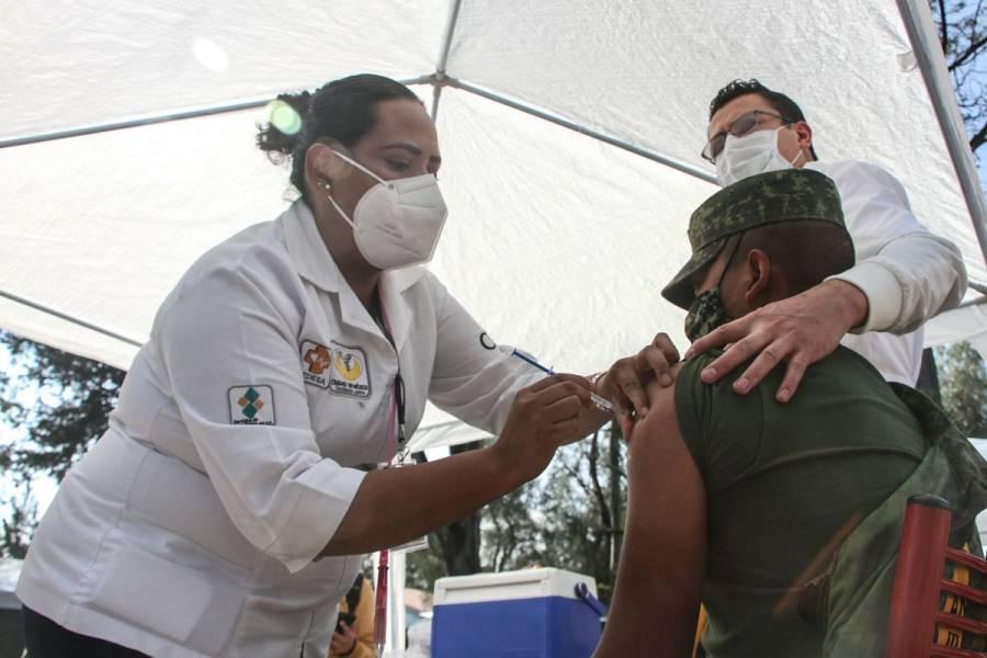 Si hay reacciones por vacuna COVID-19, se informará, asegura AMLO